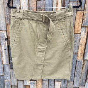 Loft womans skirt size 4 Khaki color cotton. G23